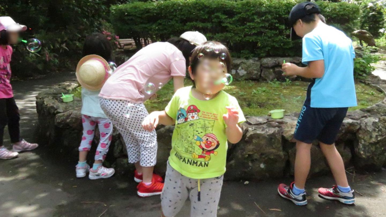 シャボン玉は、子どもたちも大好きです。